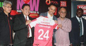 Peter Odemwingie Memuji Madura United