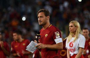 Setelah memberi penampilan terakhirnya untuk Roma pada kemenangan 3-2 atas Genoa, legenda klub Francesco Totti memberi isyarat bahwa dia dapat saja terus bermain.