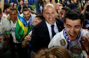 [Tonton] Zidane Disiram Champagne Saat Konferensi Pers