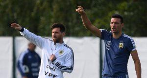 Lionel Scaloni Yakin Lionel Messi Tidak Pensiun Dari Argentina