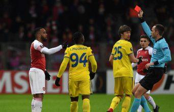 Alexandre Lacazette Meminta Maaf Atas Kartu Merahnya