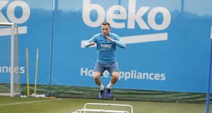Arthur Akan Perkuat Barcelona Menghadapi Real Madrid