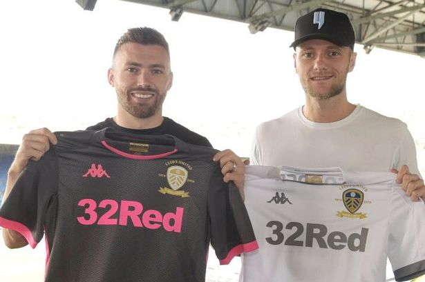Duo Leeds Telah Menandatangani Perpanjangan Kontrak Baru