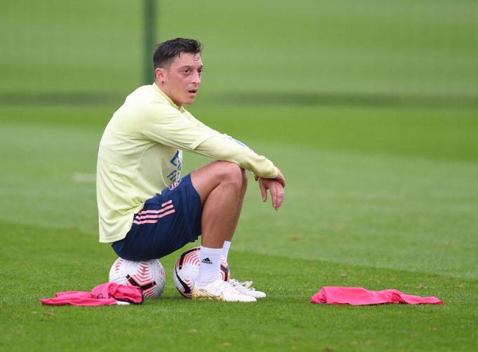 Paul Merson : Arteta Harus Meminta Maaf Kepada Ozil